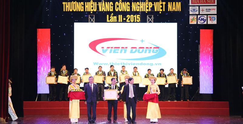 Viễn Đông nhận cúp thương hiệu vàng ngành công nghiệp Việt Nam