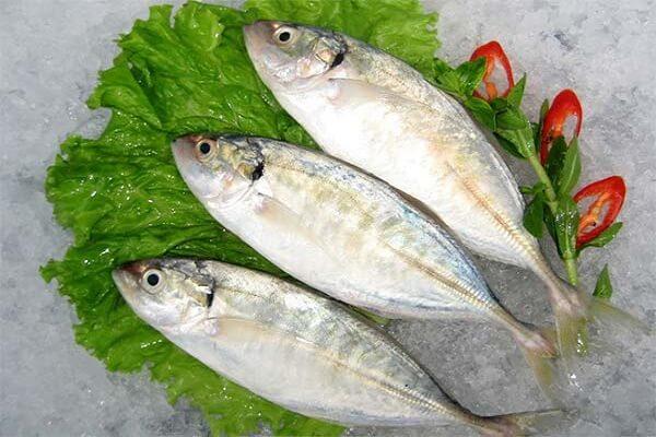 Cá bạc má hấp mía