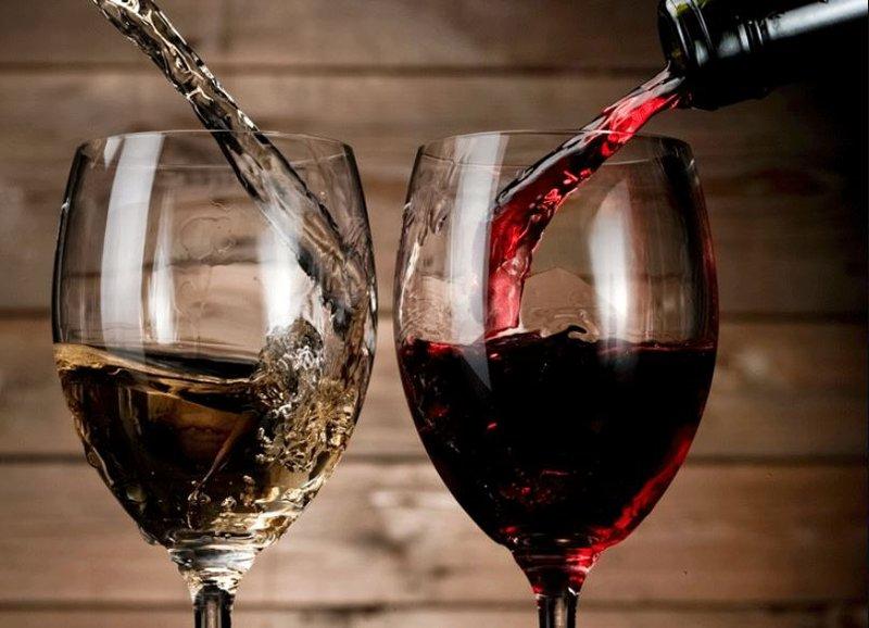 Rượu vang ăn với gì